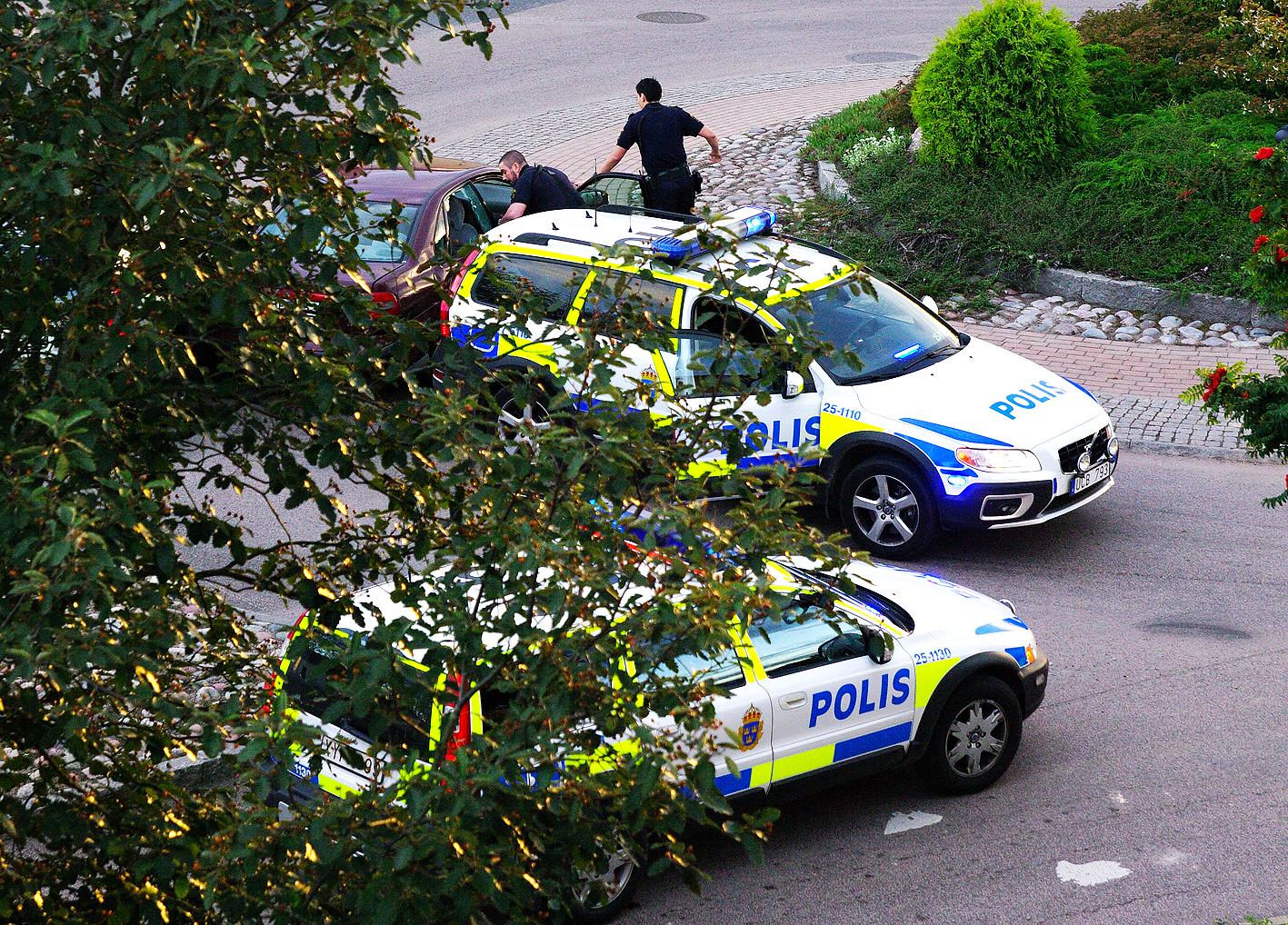 Tjuv   Polis » Tjuv   Polis 2011-09-02 Leave a comment e81f26a0ce1ee